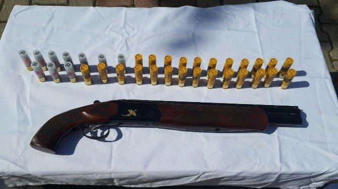 Jandarma Yol Aramasında Ruhsatsız Silah Ele Geçirdi