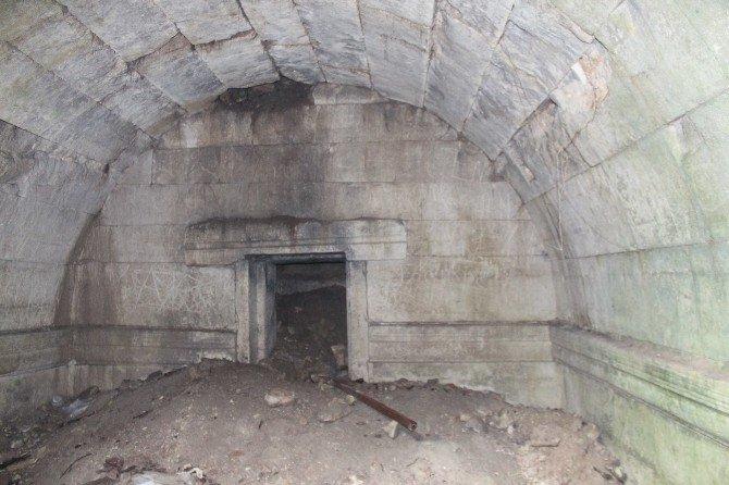 Tarihi Mezarlıkta İnceleme