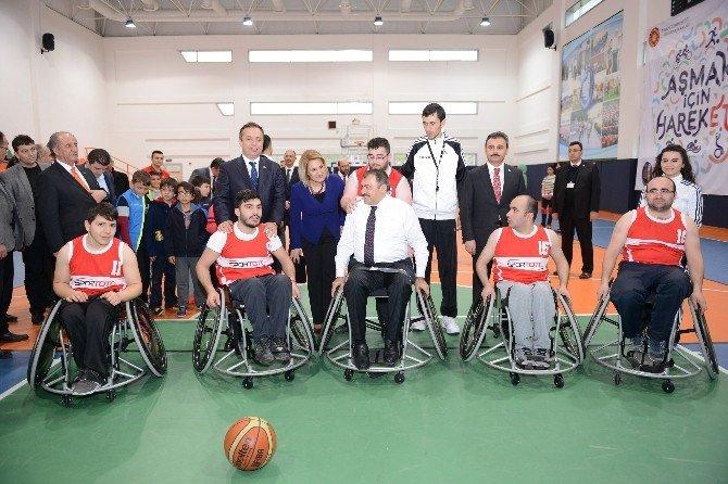 Bakan Eroğlu Engelli Öğrencilerle Bir Araya Geldi