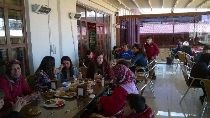 Uşak'ta Engelli Öğrencilere Unutulmaz Bir Gün Yaşatıldı