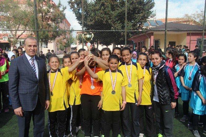 Yıldız Kızlarda Futbolun Şampiyonu 75.yıl Cumhuriyet Ortaokulu Oldu