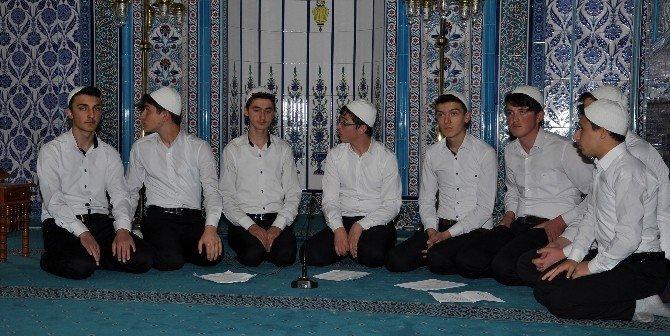 Gümüşhane'de Genç Hatipler Mimberde Hutbe Okuma Yarışması Yapıldı