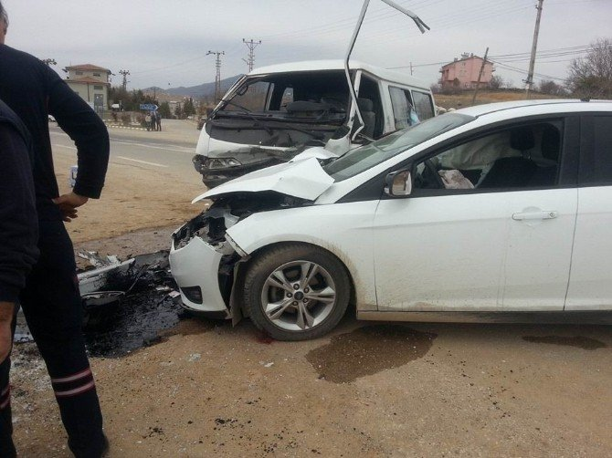 Hüyük'te İki Ayrı Trafik Kazası: 6 Yaralı