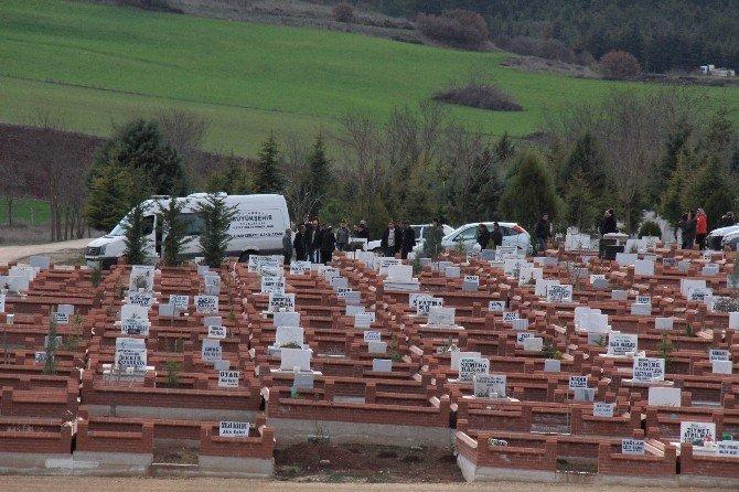 İstanbul'da Ölü Ele Geçirilen Teröristin Cenazesi Eskişehir'de Toprağa Verildi