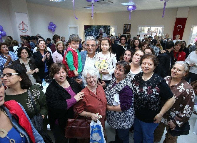 Karşıyakalı Kadınlara 8 Mart Hediyesi
