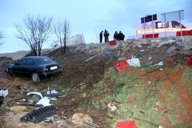 Yoldan Çıkan Otomobil, Tarlaya Uçtu: 3 Yaralı