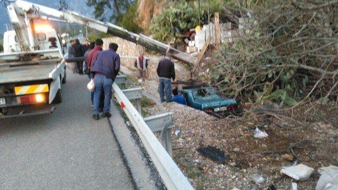 Marmaris'te Trafik Kazası; 2 Yaralı