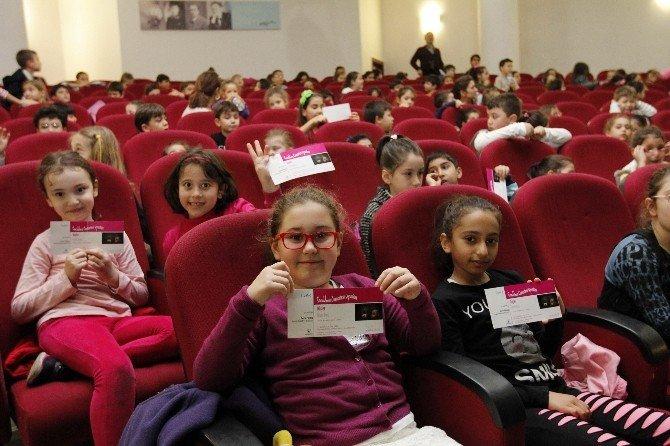 Çocuklar AVM'ye Değil Tiyatroya