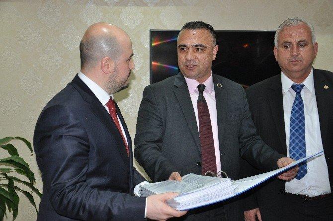 Sendikalar, İmzaları AK Parti'ye Teslim Etti