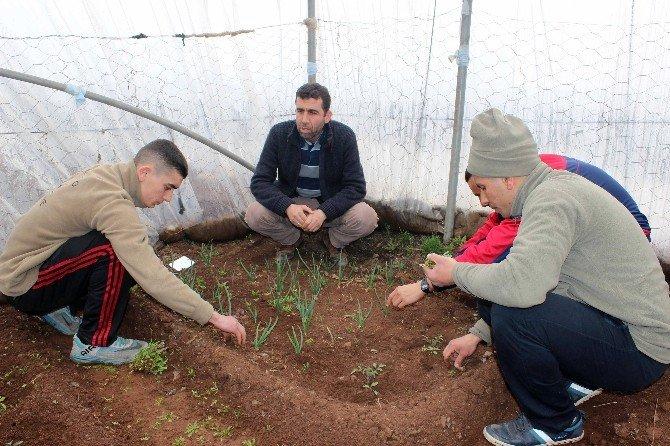 Mehmetçik, Kışlada Meslek Öğreniyor