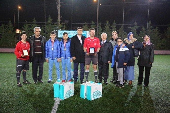 Fuat Sakarya Halı Saha Turnuvası'nda Dostluk Kazandı