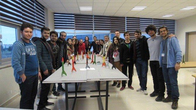 Uçak Ve Uzay Mühendisliği Öğrencileri Roket Fırlattı