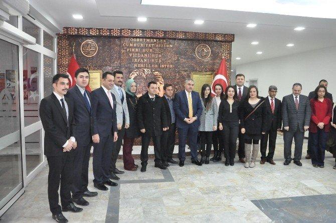Vali Ahmet Okur, Stajyer Öğretmenlerle Bir Araya Geldi
