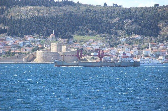 Rus Askeri Kargo Gemisi Çanakkale Boğazı'ndan Geçti
