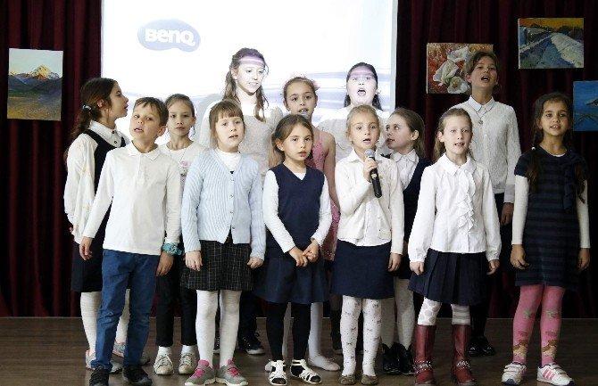Rus Çocukları, Barış Özlemlerini Resme Döktü