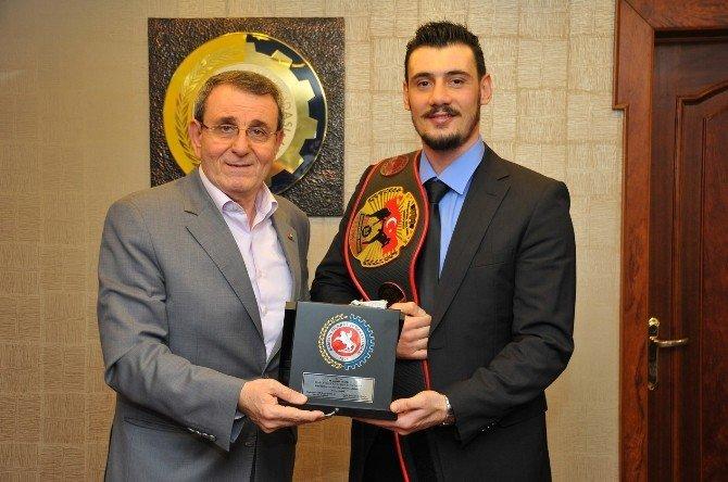 Başkan Murzioğlu Şampiyon Sporcuyu Ağırladı