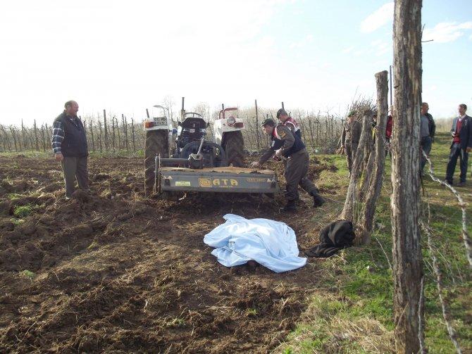 Tapan makinesi altında kalan çiftçi, yaşamını yitirdi
