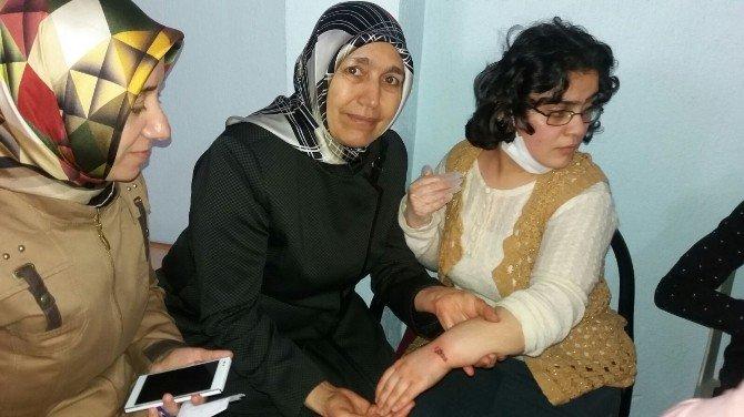 AK Parti Soma Kadın Kolları'ndan 'Sevgi İzi' Projesine Destek