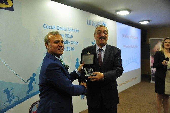 Lüleburgaz Belediyesi 'Çocuk Dostu Şehirler Projesi' Kapanış Törenine Katıldı
