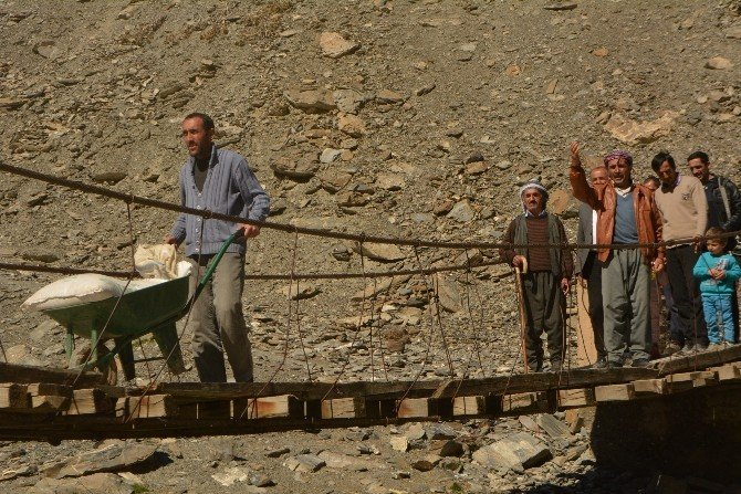 Köylüler Asma Köprü Çilesine Son Verilmesini İstiyor