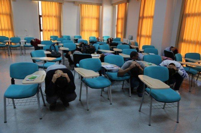 Üniversite Öğrencileri Afet Eğitimleriyle Bilinçleniyor
