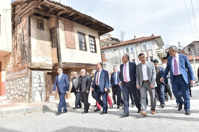 Anıtlar Kurulu, Nasrullah Meydanı Ve Bakırcılar Çarşısı Projelerini Onayladı
