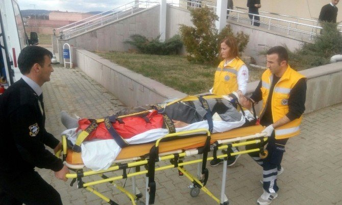 Minibüsün Altında Kalan Yaşlı Adam Ağır Yaralandı