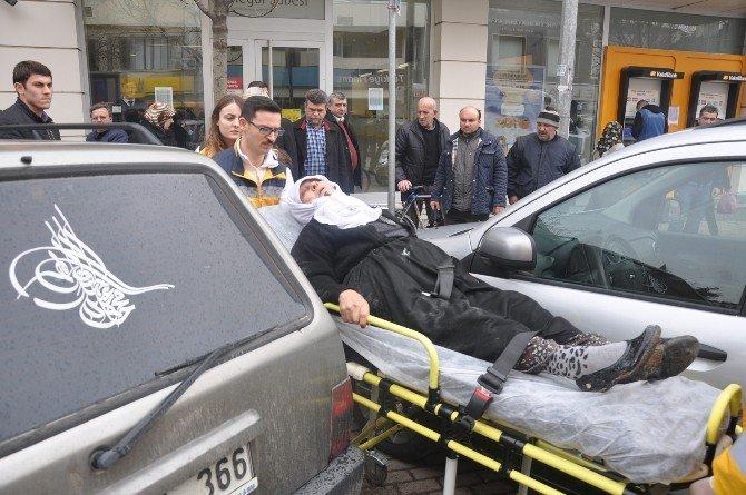 Karşıdan Karşıya Geçen Yaşlı Kadına Otomobil Çarptı
