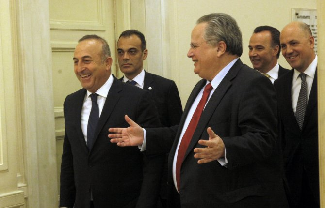 Dışişleri Bakanı Çavuşoğlu, Yunan mevkidaşı ile bir araya geldi