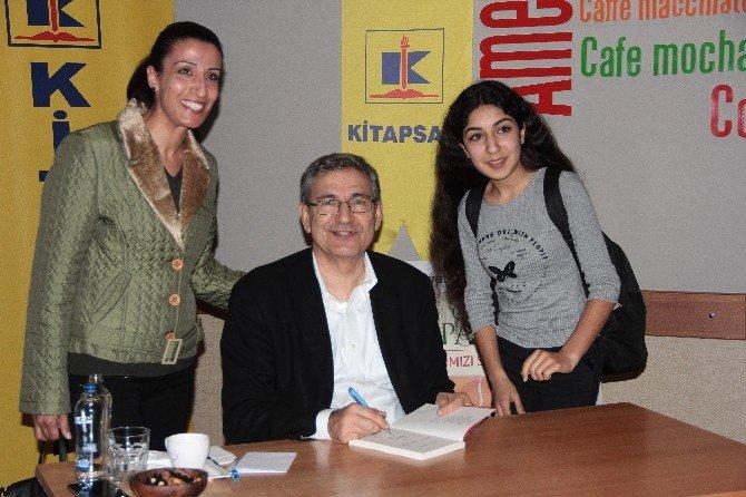 Adana'da Orhan Pamuk'a Büyük İlgi