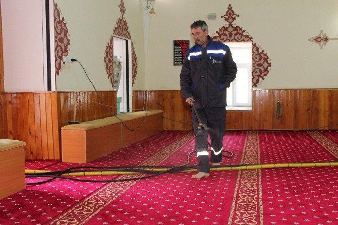 Alaşehir Belediyesi Camileri Pırıl Pırıl Yaptı