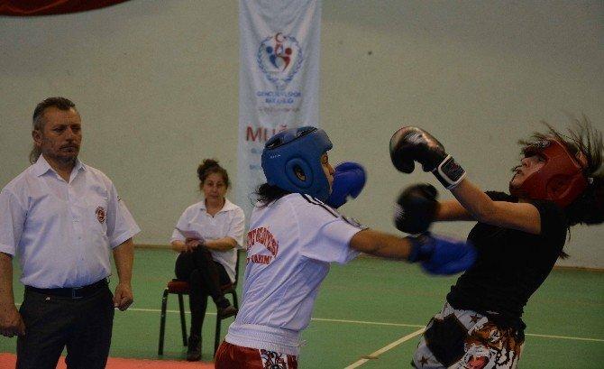 Kadın Kick Boksçular Muğla'da Ringe Çıktı