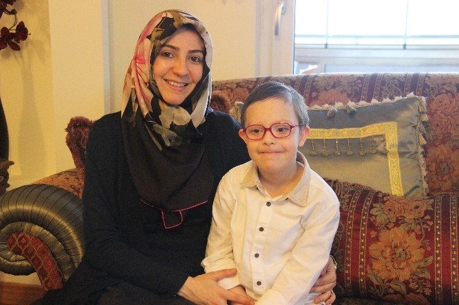 Anne Sevgisiyle Tüm Engelli Aşıyor
