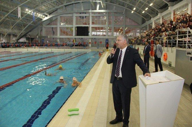 Spor Okulu Öğrencilerinden Yüzme Etkinliği