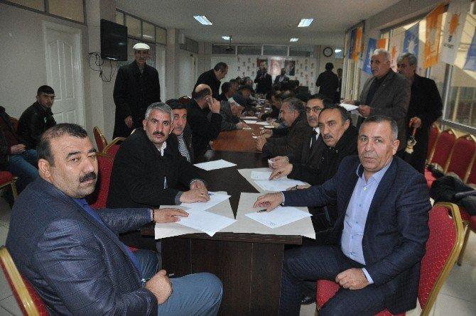 AK Parti'den Muş'ta Muhtarlarla İstişare Toplantısı
