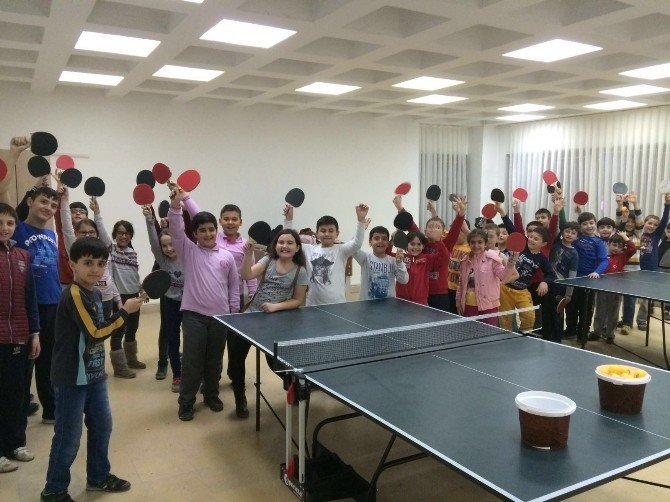 Masa Tenisi Kursu 250 Sporcu İle Başladı