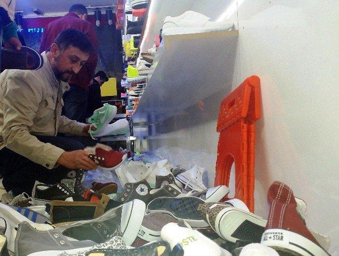 Bodrum'da Ucuz Ayakkabı İzdihamı