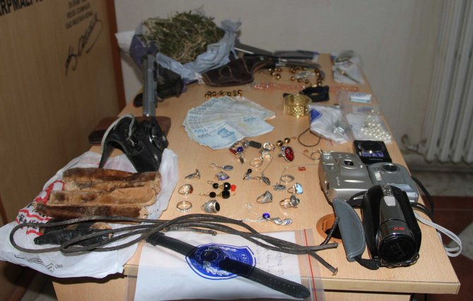 Ürgüp'te ev ve iş yerlerini soyan hırsızlar yakalandı