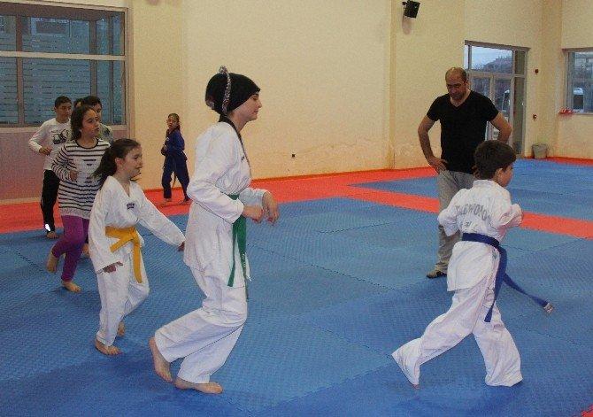 Küçük Çocuklara Savunma Sporu Öğretecek