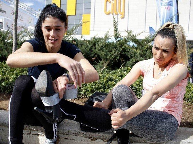 Kadınlar 2 Bin Liralık Ödül İçin 'Topuk'ladı