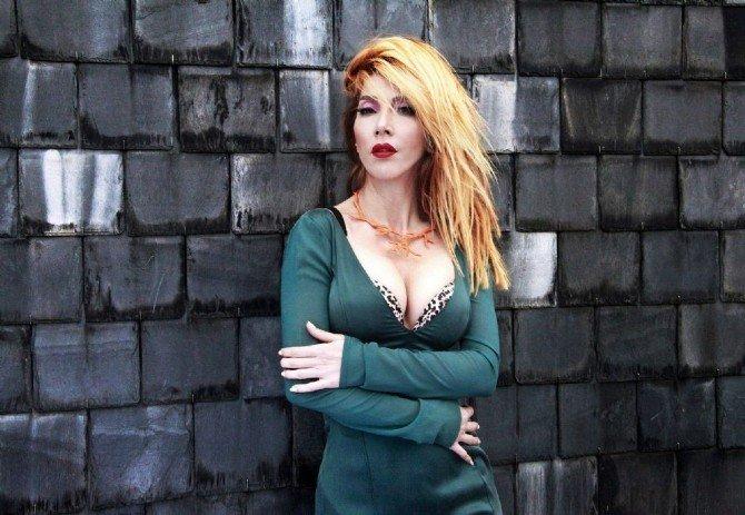 Hande Yener'den Yeni Albüm Müjdesi