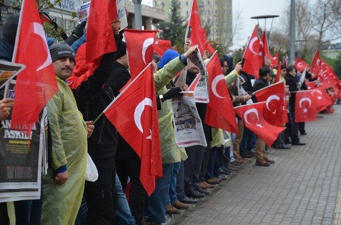 Zaman Gazetesi'ne Kayyum Atanması Bursa'da Protesto Edildi