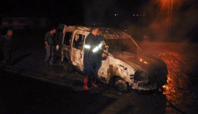 Osmancık'ta Park Halindeki Araç Yandı
