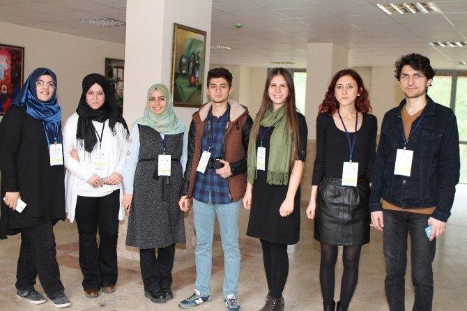 Liseli Gençler Münazarada Buluştu