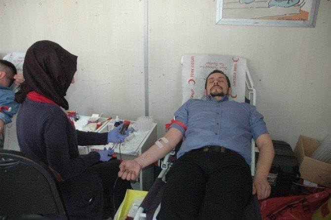 Diriliş Başkanları Sakarya İl Başkanlığına Bağlı Üyeler Kan Bağışında Bulundu