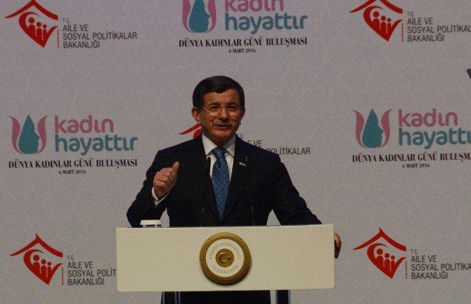 """Başbakan Davutoğlu'ndan Erkeklere Çağrı: """"Kadınlarımızın Onuruna Sahip Çıkın"""""""