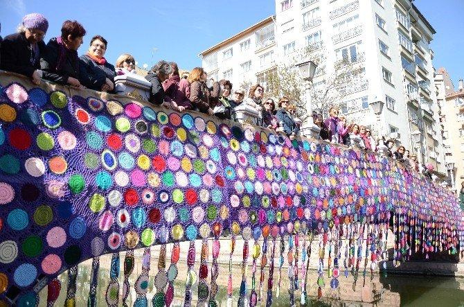 Eskişehirli Kadınlar Bin 500 Motifle Köprü Ördü