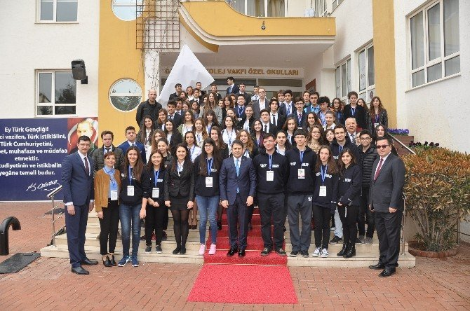 Gençler Türkiye Ve Dünya Sorunlarını GKV'de Masaya Yatırıyor