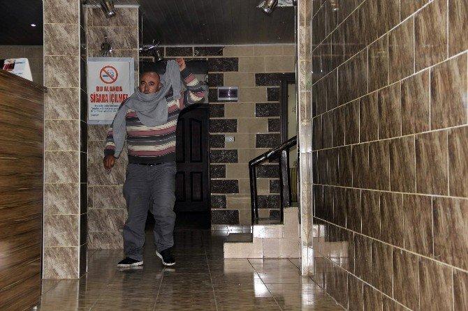 4 Günlük Ceset Otel Odasından Güçlükle Çıkarıldı