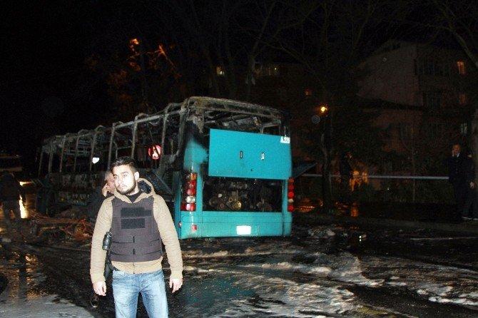 Kağıthane'de Halk Otobüsü Ve Otomobili Ateşe Verdiler
